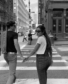 to be young and in love and in new york city Cute Young Couples, Cute Couples Goals, Couple Goals, New York Life, Nyc Life, City Life, City Aesthetic, Couple Aesthetic, New York Tumblr