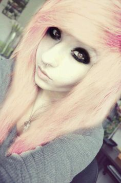 Pink hair - İnteresting Hair İdeas Here Goth Hair, Grunge Hair, Emo Makeup Tutorial, Eyeliner Tutorial, Makeup Tutorials, Hairstyles With Bangs, Cool Hairstyles, Scene Hairstyles, Cute Emo Girls