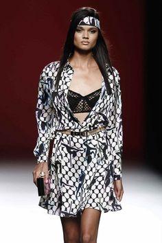 María Escoté Sexy, Dresses With Sleeves, Long Sleeve, Fashion, Long Sleeve Dresses, Neckline, Walkway, Spring Summer, Women