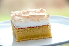 Grandpa's beard - cake in oven with baked meringue - Madens Verden Baked Meringue, Danish Food, Sweet Bread, Vanilla Cake, Baking Recipes, Food And Drink, Yummy Food, Sweets, Snacks