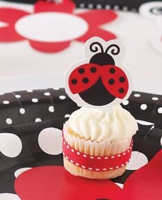 How cute are these ladybird cupcakes? The perfect treat to serve at a ladybird party - a wonderful party theme for birthdays or baby showers.