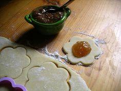 Marmellata di pere  Zucchero, pere, farina, burro, uova.. I giusti elementi per dei biscotti che ricordano la campagna di tutte le regioni  PER VOTARE QUESTA FOTO  http://www.dallapianta.it/blog/wp-content/plugins/wp-photocontest/viewimg.php?post_id=505_id=87