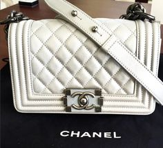 In love with this Chanel boy bag! Balenciaga Designer, Chanel Designer, Louis Vuitton Designer, Designer Handbags, Beautiful Handbags, Chanel Boy Bag, Shoulder Bag, Fashion, Couture Bags