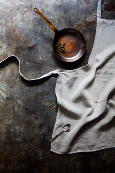 Dark and Moody Food Stories, shooting Chiaroscuro style by photographer Nadine…