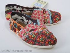 Fabric covered TOMS! AH I LOVE THIS! I am going to do this to my old Toms