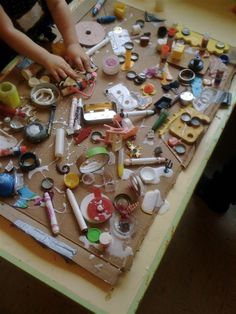 Loose Parts (Reggio) ≈ ≈ for more inspiring pins… Early Childhood Quotes, Early Childhood Activities, Early Childhood Education, Reggio Emilia, Reggio Inspired Classrooms, Reggio Classroom, Preschool Classroom, Classroom Design, Play Based Learning