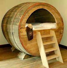 Cama del Beer Barrel Hotel en Alemania.