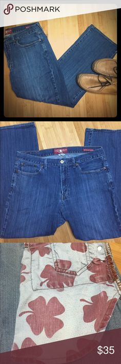 Men's Lucky Brand 361 Vintage Straight Jeans Classic medium blue color. 5 pocket 361 Vintage Straight design. These jeans have been worn a couple times. The outside of the pockets have some piling but you can't see it unless the pants are inside out-please see pictures. The inside of the pockets are still smooth and good as new. 36x30 Lucky Brand Jeans Straight