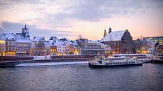 Maak een rondvaart over de Maas en geniet van alle mooie bezienswaardigheden en lichtjes van Maastricht! Best Vacation Spots, Best Vacations, Vacation Trips, Day Trips, Vacation Travel, Best Places To Live, Cool Places To Visit, Places To Travel, Travel Destinations