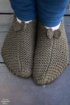 DIY free knitting instructions Home-made slippers – Socken Stricken Diy Free Knitting Patterns, Celtic Heart Knot, Acorn Kids, Diy Mode, Knitted Slippers, How To Purl Knit, Love To Shop, Sock Yarn, Knitting Socks