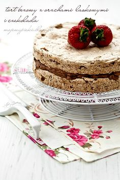 Meringue torte with hazelnuts & chocolate cream