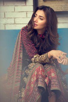 Pakistani Actor (also starred in Raees with SRK in Bollywood) Mahira Khan in beautiful Pakistan Desi Fashion vi Pakistani Casual Wear, Pakistani Outfits, Indian Outfits, Pakistani Couture, Pakistan Fashion, India Fashion, Mahira Khan Dresses, Desi Clothes, Pakistani Actress