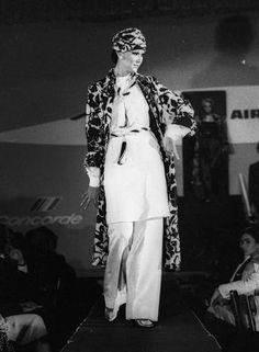 - Pesquisa Google Em 1976, modelos saiam do interior de um avião cenográfico na passarela do estilista Guilherme Guimarães Anibal Philot / Agência O Globo....