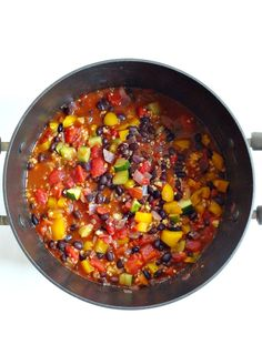 Spicy Veggie Bean Chili - plant based + vegan + gf - fresh, comforting, hearty and full of flavor from a perfect blend of spices! Chili Recipes, Raw Food Recipes, Veggie Recipes, Vegetarian Recipes, Cooking Recipes, Healthy Recipes, Vegetarian Chicken, Bean Recipes, Free Recipes