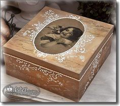 Decoupage Glass, Decoupage Art, Decoupage Vintage, Shabby Boxes, Book Crafts, Diy Crafts, Altered Cigar Boxes, Woodworking Box, Pretty Box