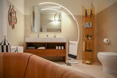Il #mobile #bagno Suit è perfettamente inserito in questo meraviglio bagno con #vasca in legno.cosa ne pensate? - www.gasparinionline.it #interiors #casa #ideebagno