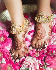 Payal Designs Silver, Silver Anklets Designs, Anklet Designs, Latest Bridal Mehndi Designs, Mehndi Art Designs, Mehndi Designs For Hands, Antique Jewellery Designs, Jewelry Design, Ankle Jewelry