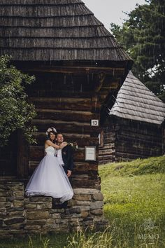 Raining portrait. Lenka a Lukáš - Svadba v Martine, hotel Viktoria. Obrad sa konal v skanzene - Muzeum Slovenskej dediny. MEMO photo agency www.memo.sk #svadba #portrety #martin #slovensko #hotelviktoria #wedding #portraits #weddingphotography #groom #bride #gettingmarried #slovakia #rain #photography