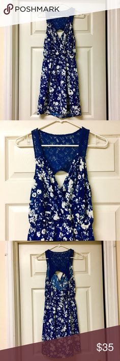 🎉just in🎉 open back dress Navy dress • floral pattern • open back • lace straps and detailing • lightweight fabric • beautiful flow • hazel • wholesale purchased • small • Hazel Dresses