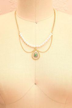 Les légendes racontent que les larmes d'une dryade étaient faites d'émeraudes. Legends tell us that a dryad's tears were made of emeralds. Golden pearl necklace with teardrop pendant www.1861.ca