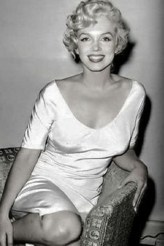 (notitle) - Marilyn Monroe Art Now might have been the afternoon Marylin Monroe, Marilyn Monroe Cuerpo, Estilo Marilyn Monroe, Marilyn Monroe Portrait, Marilyn Monroe Photos, Old Hollywood, Hollywood Glamour, Hollywood Stars, Classic Hollywood