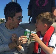 Noel Gallagher & his son Noel Gallagher Kids, Gene Gallagher, Noel Gallager, Having A Crush, Music Bands, Beautiful Boys, Cool Bands, Kids And Parenting, Rock N Roll