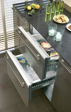 32 Undercounter Refrigerator Drawers Have Lately Become Increasingly Popular in Modern and Contemporary Kitchens Outdoor Kitchen Design, Interior Design Kitchen, Kitchen Decor, Kitchen Post, Interior Modern, Undercounter Refrigerator, Refrigerator Freezer, Subzero Refrigerator, Fridge Cleaning