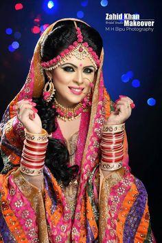 Bangladeshi bride (turmeric day) Beautiful Saree, Beautiful Bride, Beautiful Women, Wedding Looks, Bridal Looks, Wedding Makeover, Mehndi Brides, Fancy Jewellery, Asian Bride