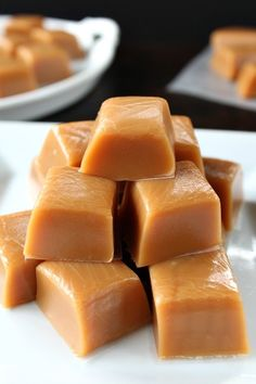 Homemade Caramel - So soft, creamy and delicious is how I would describe this tasty treat! This homemade caramel recipe is the best homemade… Homemade Caramel Recipes, Homemade Candies, Fudge Recipes, Candy Recipes, Sweet Recipes, Dessert Recipes, Homemade Caramels, Holiday Recipes, Salted Caramels