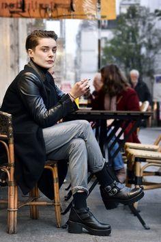 【ELLEgirl】Céline(24)/ショップアシスタント|STREET STYLE / パリスナップ|エル・ガール・オンライン