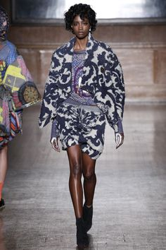 Vivienne Westwood Red Label Fall 2016 Ready-to-Wear Fashion Show
