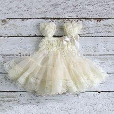 vestido de encaje para recién nacidas
