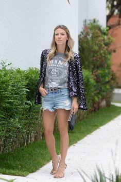 Look: Hi-Lo. Paetê e Jeans.