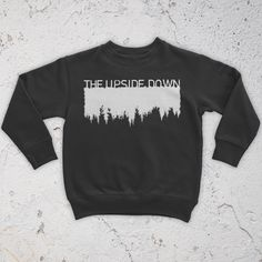 The upside down sweatshirt stranger things moletons, sapatos, roupas, moda Grunge Style, Soft Grunge, Tokyo Street Fashion, Grunge Outfits, Fashion Outfits, Sweat Shirt, Le Happy, Mode Style, Style Me