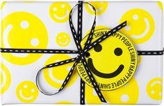 Shiny Happy People. Met dit ontwerp brengen we een hommage aan de jaren 90 rave-scene. De producten toveren gegarandeerd een lach op je gezicht.   Inhoud: Groene Fun (100g), Bohemain zeep en Happy Hippy Showergel (100g).