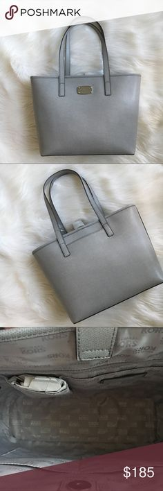 Michael Kors tote Small Jet Set tote in Pearl grey with silver tone hardware by Michael Kors . Measures 15 W x 10 tall. New! Authentic 🚫trades MICHAEL Michael Kors Bags Totes
