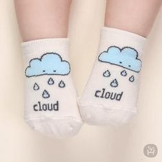 In The Sky Cloud and rain cartoon cute socks. Lovely and adorable sock for baby Cute Socks, Baby Socks, Baby Girl Romper, Cute Baby Girl, Stylish Kids Fashion, Christening Gowns Girls, Baby Girl Princess, Girls Formal Dresses, Pink Kids
