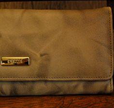 Detalhe carteira em couro estampado. Mab Store - www.mabstore.com.br