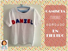 Camiseta con bordado de nombre en fieltro.  http://manualidadescongomaeva.blogspot.com.es/2014/05/camiseta-con-bordado-de-nombre-en.html