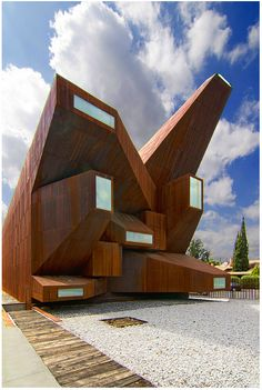 Architecture Inspiration - Santa Monica Church, Vicens and Ramos, Madrid, Spain. Angular Architecture, Futuristic Architecture, Beautiful Architecture, Contemporary Architecture, Art And Architecture, Installation Architecture, Unusual Buildings, Interesting Buildings, Amazing Buildings
