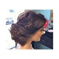 this looks like a perfect hairstyle for prom