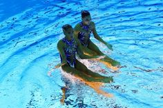 Olympic Synchronized Swimmers Appear to Stand on Water - My Modern Metropolis
