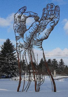 Recycled+Yard+Art+Ideas | Huge, Powerful Art Made from Scrap Metal | Earth911.com