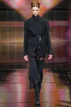 See the complete Donna Karan Fall 2014 Ready-to-Wear collection.