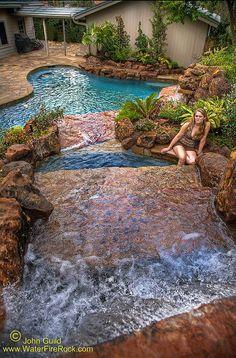 Pileta chica decorada con cascada natural ideas para for Construccion albercas naturales