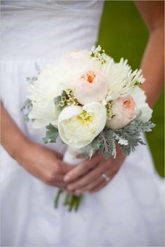 burlap lace garden wedding | peach and cream garden rose wedding bouquet