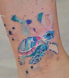 Turtle Tattoo Design Ideas Turtle Tattoo Design Ideas Blue and pink colors are a nice combination, I can freely say the eternal like black and white. Tattoo Bunt, Hawaiianisches Tattoo, Tattoo Motive, Arm Band Tattoo, Blue Tattoo, Tattoo Pain, Tattoo Flash, Rosa Tattoos, Sexy Tattoos