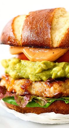 bacon cheddar chicken burger with guacamole and bbq mayo.minus bacon and can substitute regular hamburger Gourmet Sandwiches, Gourmet Burger, Tostadas, Tacos, Grilled Chicken Burgers, Chicken Sandwich, Beste Burger, Burger And Fries, Food Porn