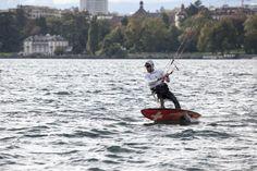 La voile de vitesse vous donne rendez-vous sur le Léman ce week-end ! Des belles conditions sont annoncées pour la SYZ & CO Speed Week et le championnat Suisse de Moths, qui se tiendront en parallèle à la Société Nautique de Genève. Du 16 au 19 octobre, bateaux, planches à voiles et kites s'affronteront avec un objectif : atteindre la vitesse maximale sur le lac. Venez nombreux !