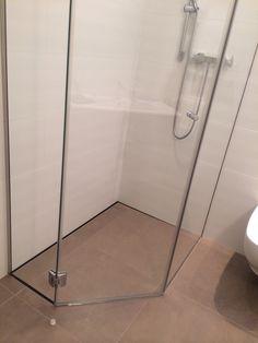 Piatto doccia pentagonale P DRENO filo pavimento in acciaio inox su misura by SILVERPLAT